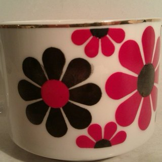 Vintage Coffee Mug with Black & amp; Red Flower pop style early Mug