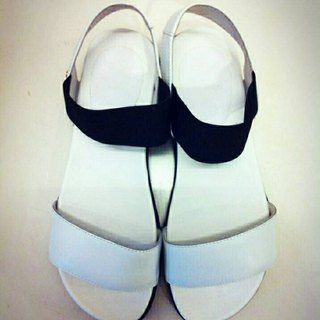 Painted # 945 Stretch Weekend small thick sandals / white