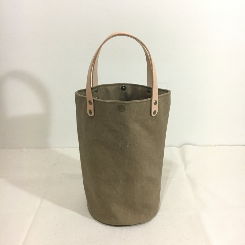 Simple bucket bag, washed earth