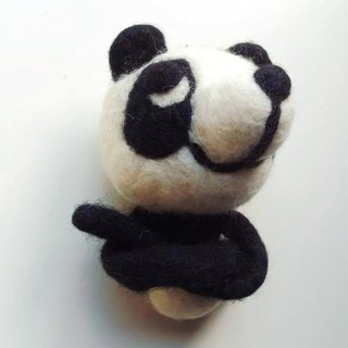 Mew in Wonderland ─ wool felt long hand Papa Panda
