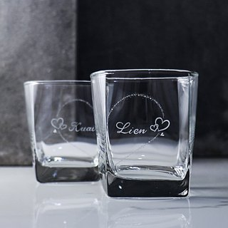 (One pair price) 295cc [MSA GLASS ENGRAVING] you have only half complete sweet heart party. Hand-painted lettering on the cup whiskey lovers Valentine's Day gift set of customized lettering You complete me! Wedding gift