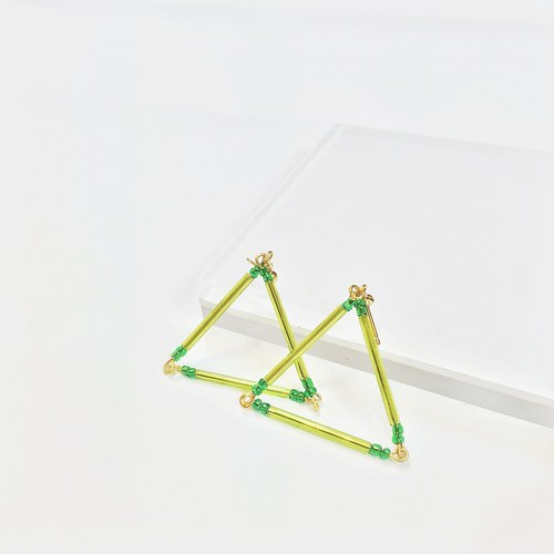 Marygo ﹝ green glass ﹞ golden triangle earrings