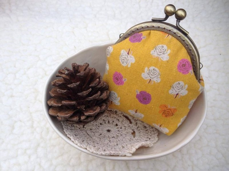 ﹝ Clare handmade cloth ﹞ Japan KOKKA calico mouth gold purse