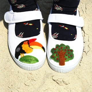 FLAC school workshops zonezoo small hornbill eating berries playful shoes handmade wool felt white shoes white shoes