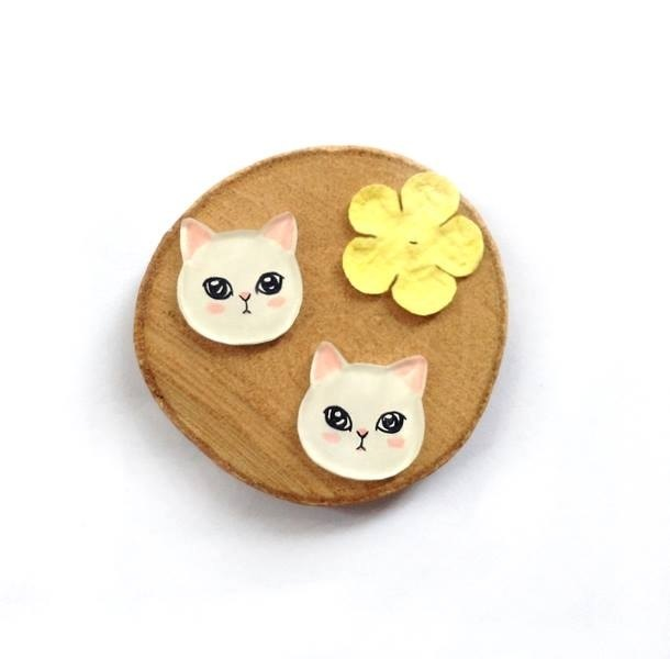 Pista hill hand-painted earrings / animal - white cat
