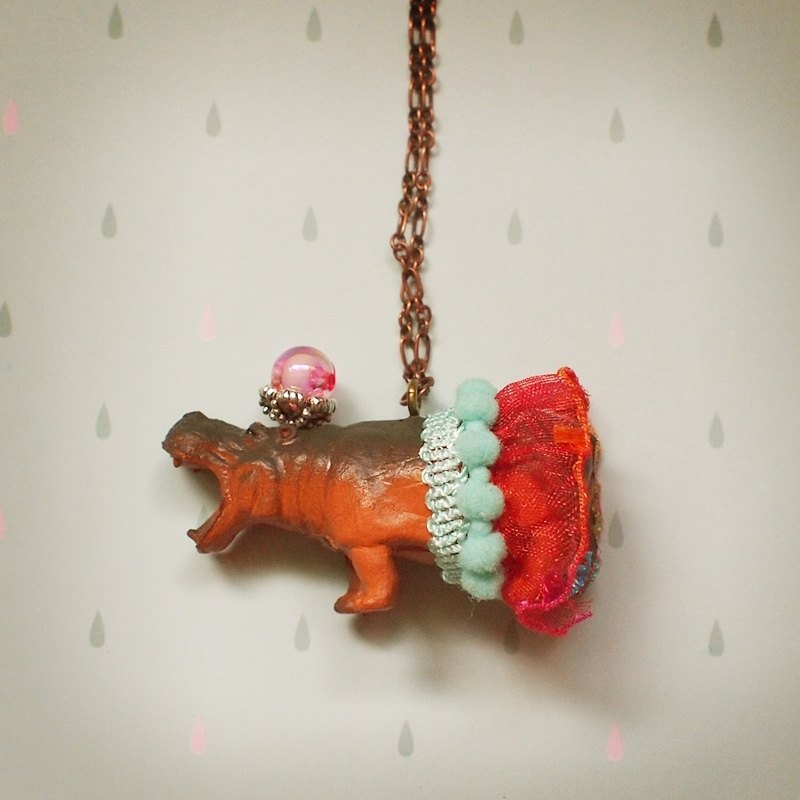 Fabulous Adventure - Miss Hippo necklace