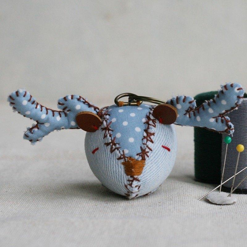 【布完美】丹寧麋鹿 手縫吊飾/鑰匙圈_藍莓優格_豆豆眼