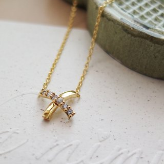 Cha mimi. The Simple Life. Crossover design diamond necklace