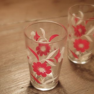 1 Vintage 10cm Vintage Glass an early red and white flower pattern glass