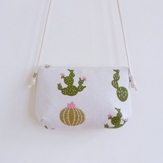 Manual sewing white cactus with small diagonal shoulder cloth bag