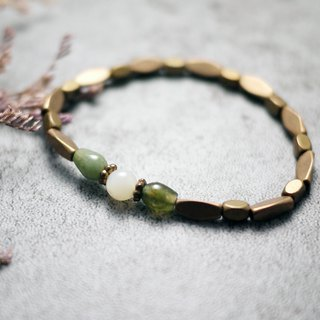 Natural stone bracelet - green field. Forest (White Shell / Colorful Jade / Brass / Gift / Women / Accessories)