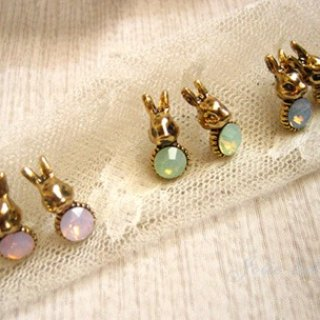 [Jolie baby] mini retro diamond earrings gold rabbit