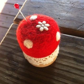 Wool felt wooden seat pin plug (red apple color)