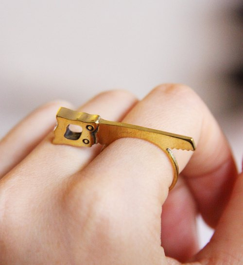 Tiny Saw Ring golden metal brass