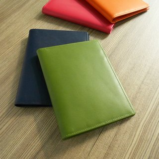 Colorful series - leather passport holder / wasabi green