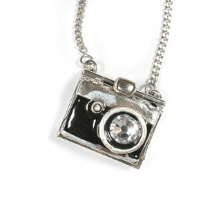 [Taratata classic handmade necklace] Paris, France classic retro camera SWAROVSKY cold enamel European style Necklace