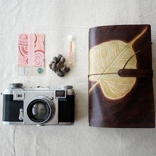 [Kaka & sun] leather hand bag posting bills passports set out to travel multifunctional handbag. Bodhi leaf