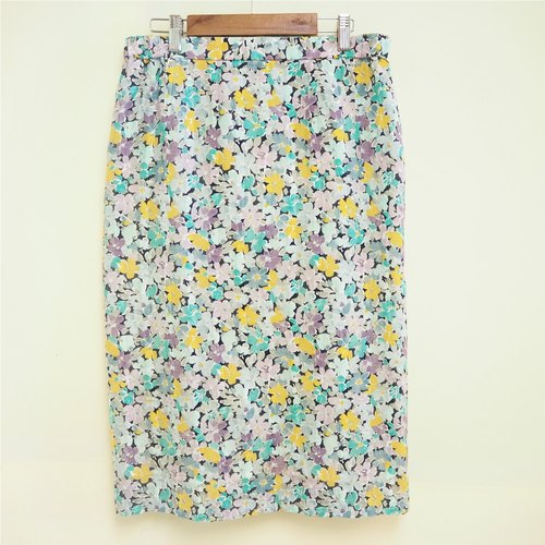 Color flowers half-length pencil skirt with flowers