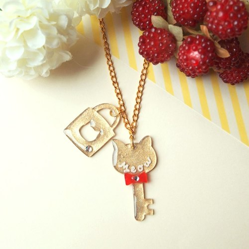 Meow hand-made red and gold butterfly necklace lock and key chain Cat