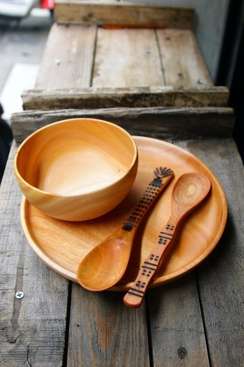 Hand-made wooden tableware _ disc