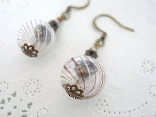 Blown glass earrings echo of such red purple stripe of the summer festival of the yo-yo