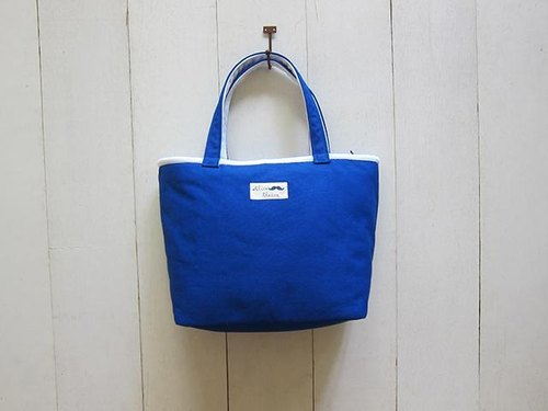 Macaron series - day cream + blue canvas Medium Tote (zipper opening paragraph)