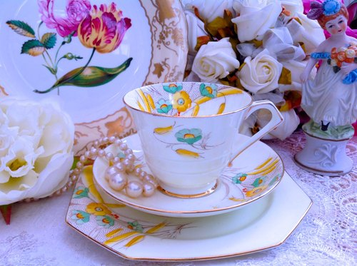 ♥ ♥ Annie mad British system antiquities antique bone china 1933 Paragon antique hand-painted bone china cup, flower cup three groups ~ worth collecting