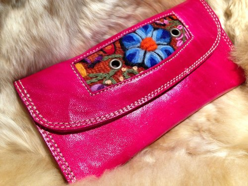 Camel colored leather embroidery stitching long folder / pink