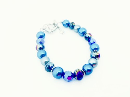 """Comprehensive crystal blue bracelet"""