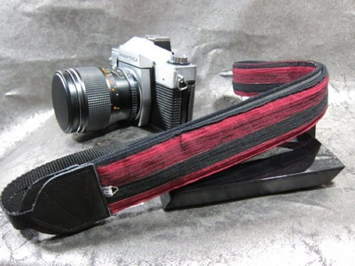 """ red and black road "" decompression strap camera strap 乌克丽丽吉 his push bike Camera Strap"