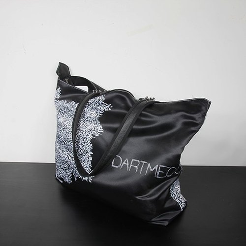 DART ME :: ISOLATED TREE solitary tree PRINTED TOTE casual | printed | portable | shoulder |