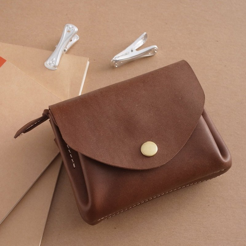"""RENÉE"" organ multilayer folding short clip / Clutch, vegetable tanned leather carving / vegetable tanned leather / vegetable tanned leather, brass hardware Brown"