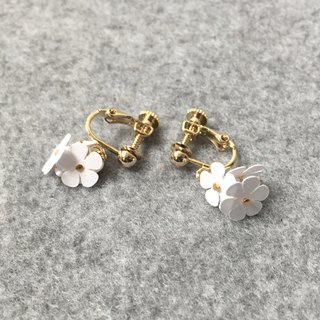 Earrings: Paper Flower Earrings 00