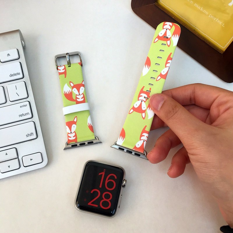 Apple Watch Series 1, Series 2 and Series 3 - Cute Fox Pattern Printed on Genuine Leather for Apple Watch Strap Band 38 / 42 mm