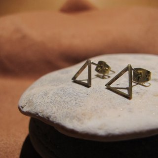 Small triangle / manual brass earrings