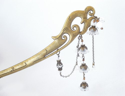 3 series of Bellflower beads of semi-transparent white, such as lily of the valley Hairpin