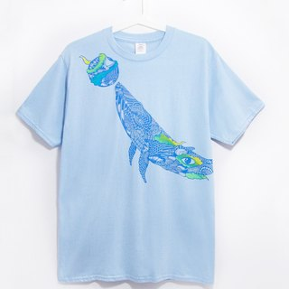 Men Fitted cotton illustration Tee / Travel T - latent whale out of the water (light blue)