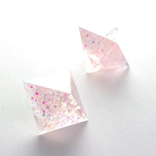 Pyramid-shaped earrings (peach)