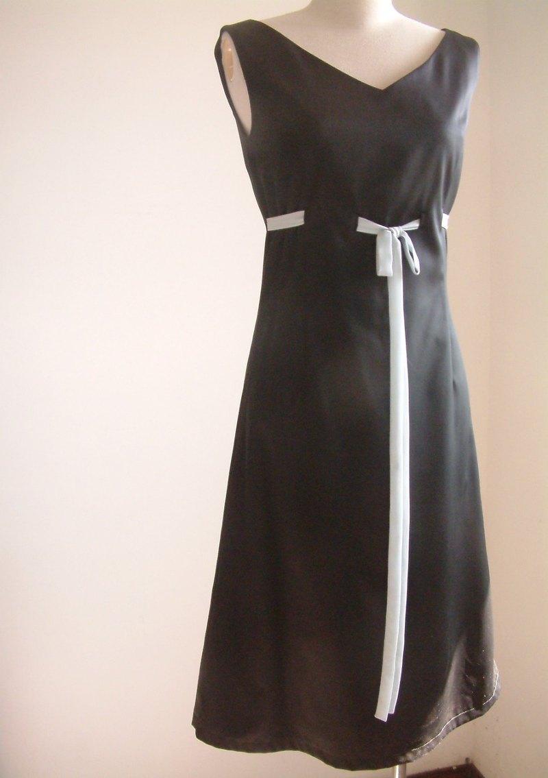 顯瘦高腰緞帶洋裝-黑色