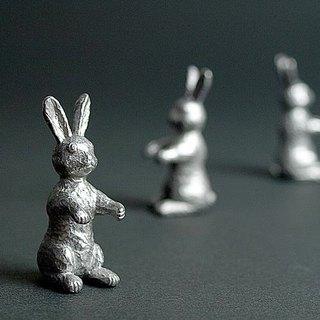 Misawa thick Yan: little tin rabbit sculpture