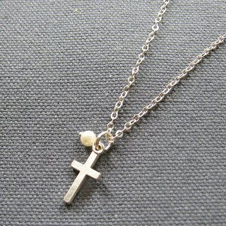 Small cross pearl necklace