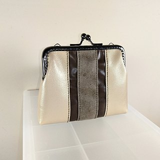 Leather bag with gold ribbon (mouth gold bag models)