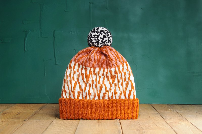 Map Cracking Detachable PomPom Beanie Hat