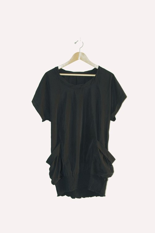 Just pills and cat ♫ ~ black one-piece dress. Long clothing