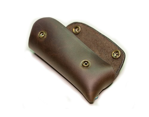Custom hand-stitched brown leather key cases (leather) 1
