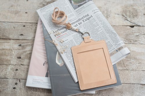 Natural Vegetable Tanned Custom Leather ID Badge Holder / Vertical / Free Color Selection / Handmade