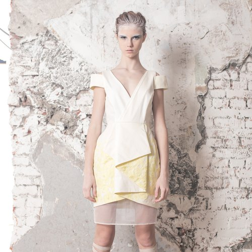 Narrow mouth bud skirt dress