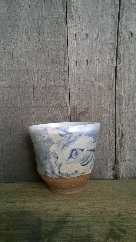Painted blue and white cat looking out the window ˙ ˙ handle grip Cup