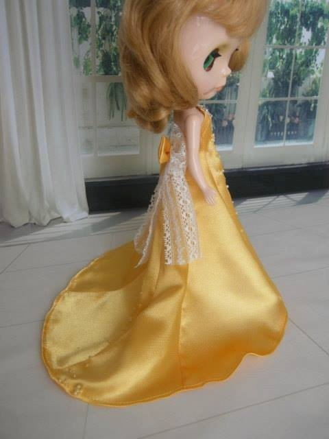 Blythe gorgeous feast small cloth doll clothes yellow beaded gown trailing
