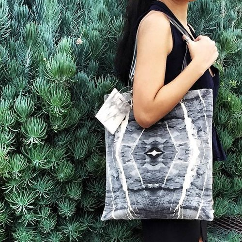 HARD RAYS Grey Marble Tote